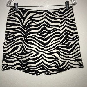 WHBM shorts mock Skort zebra print Sz 2